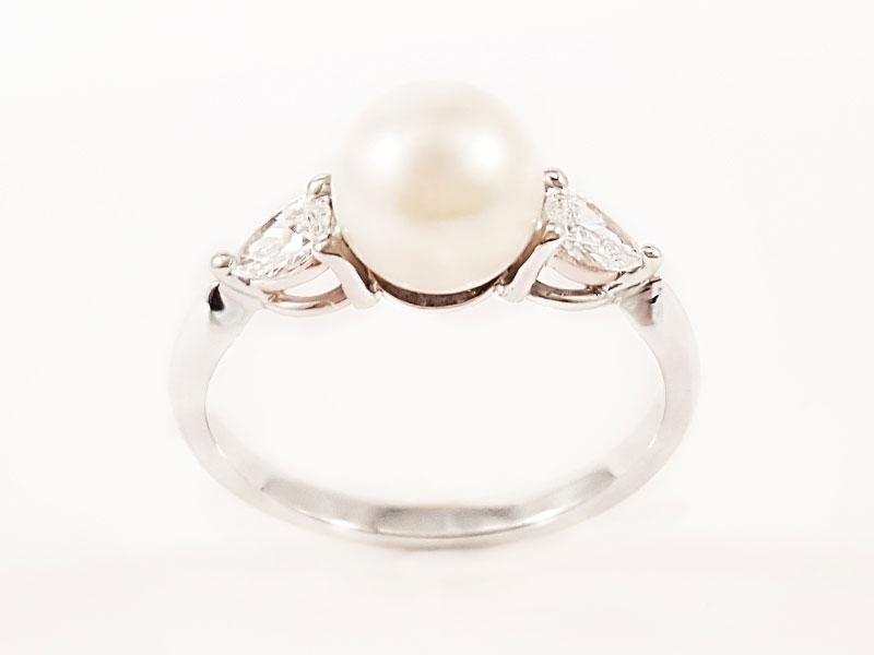 Anello in oro bianco con Perla